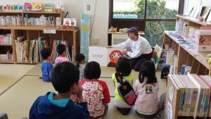 5月のおはなし会の様子。 たくさんの子ども達と、楽しいおはなし会になりました。